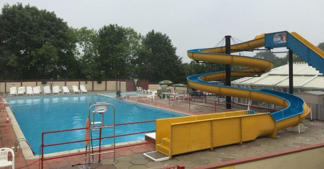 The outdoor swimming pool at Trelawne Manor Holiday Park